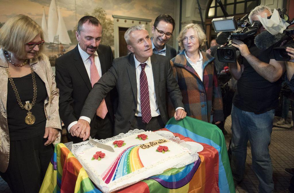 Karl Kreile und Bodo Mende leben bereits seit 2002 in einer eingetragenen Lebenspartnerschaft, jetzt haben sie als erstes schwules Paar geheiratet. Foto: Getty Images Europe