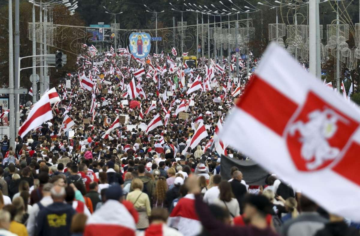 Zehntausende haben sich in Belarus wieder zu Protesten gegen Staatschef Lukaschenko versammelt. Foto: dpa