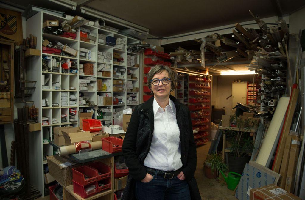 Kerstin Hasselwander in der Werkstatt ihres Schreinerbetriebes. Foto: Lichtgut/Leif Piechowski