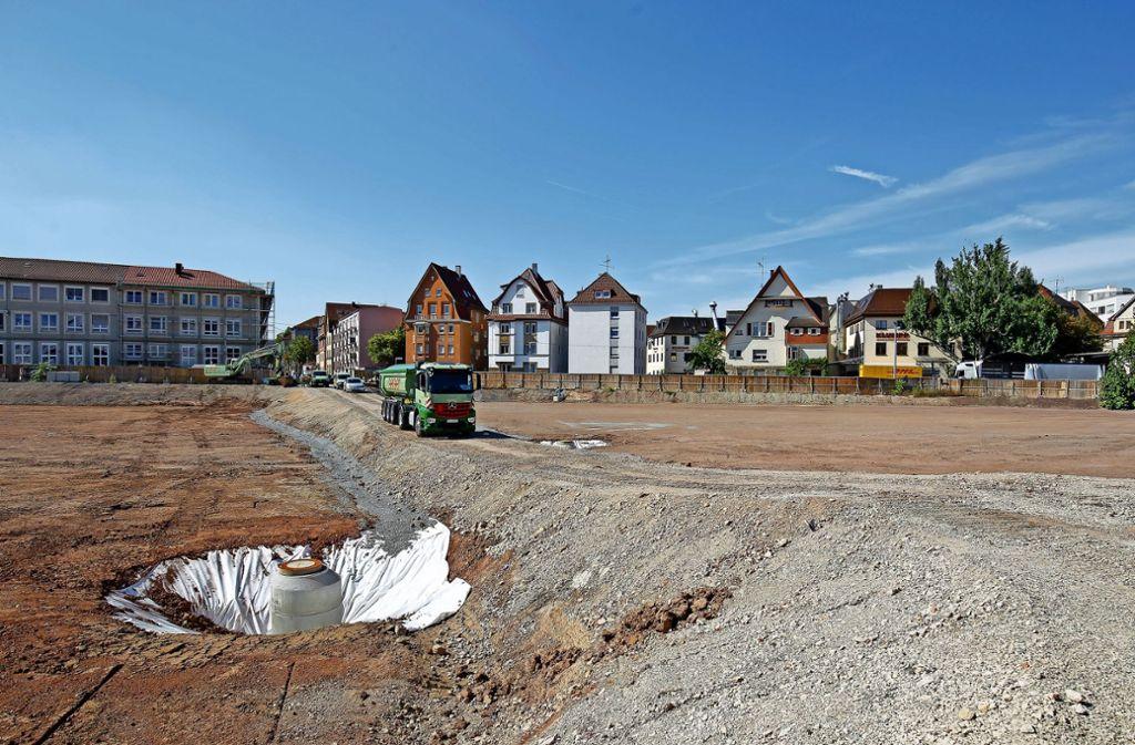 Rund  145000 Tonnen Erdreich wurden  auf dem früheren  Schoch-Areal ausgebaggert. Bürgermeister Dirk Thürnau    erinnerte beim  Festakt an die Vorgeschichte. Foto: Lichtgut/Leif Piechowski