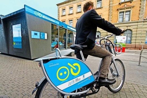 Am  Ludwigsburger Bahnhof  können jetzt Pedelecs ausgeliehen werden. Foto: factum/Granville