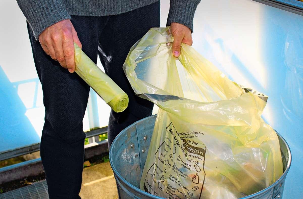Wer daheim ist, produziert mehr Abfall. Während des Lockdowns im Frühjahr mussten die Müllmänner deutlich mehr Gelbe Säcke abholen als sonst üblich. Foto: Caroline Holowiecki