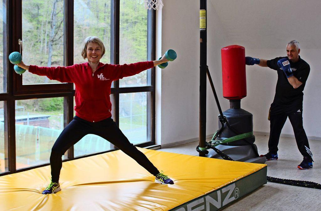 Susanne und Silvo Colnaric bieten seit 25 Jahren Fitnesskurse im VfL an. Foto: J. Fritsch