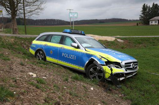 Golf kollidiert mit Polizeiauto