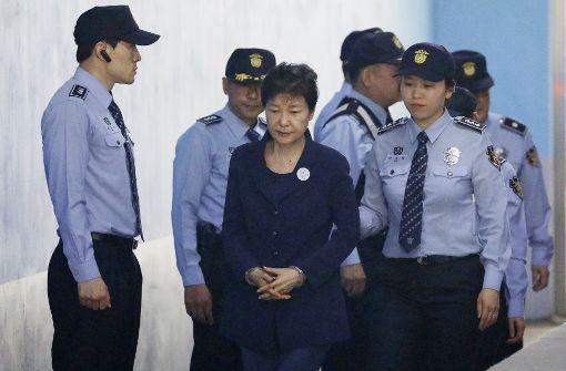 Südkoreas Ex-Präsidentin in Handschellen vor Gericht