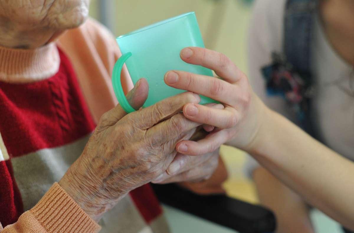 Ein Auszubildender hat eine Seniorin im Internet bloßgestellt. Foto: dpa/Patrick Pleul
