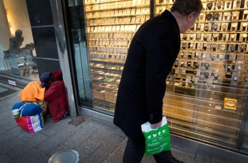Auch in Deutschland ist die Kluft zwischen Arm und Reich so hoch wie seit 30 Jahren nicht mehr. Foto: dpa