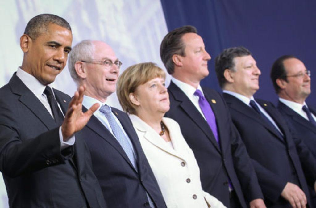 Barack Obama, Herman Van Rompuy, Angela Merkel, David Cameron José Manuel Barroso und Francois Hollande (von links) beim G7-Gipfel in Brüssel. In einer früheren Version war dieser Artikel mit einem bearbeiteten Bild illustriert. Nach Leserhinweisen haben wir das nun durch das Originalfoto ersetzt. Wir bitten um Entschuldigung für diesen Fehler. Foto: dpa