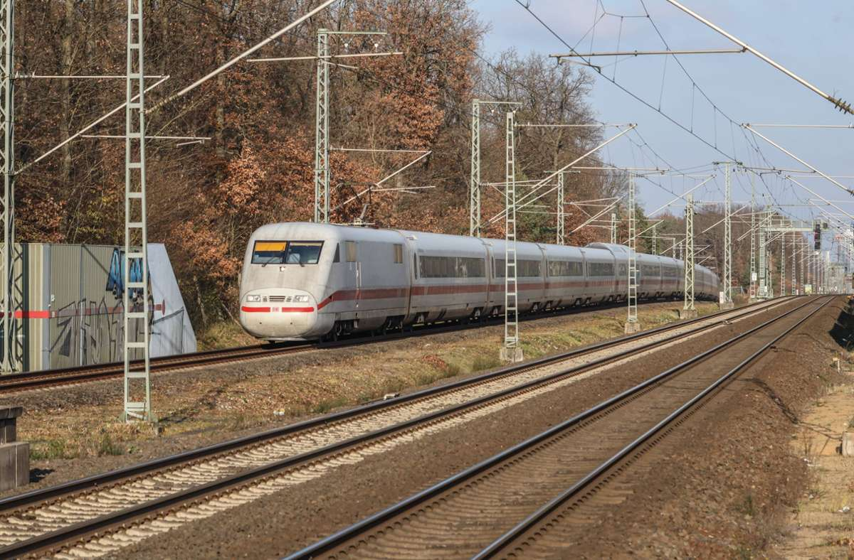 Der Fernverkehr ist am Sonntag eingeschränkt. Foto: imago images/Rüdiger Wölk