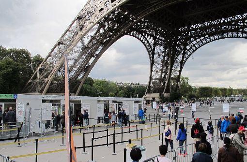 Paris baut Glasmauer am Eiffelturm