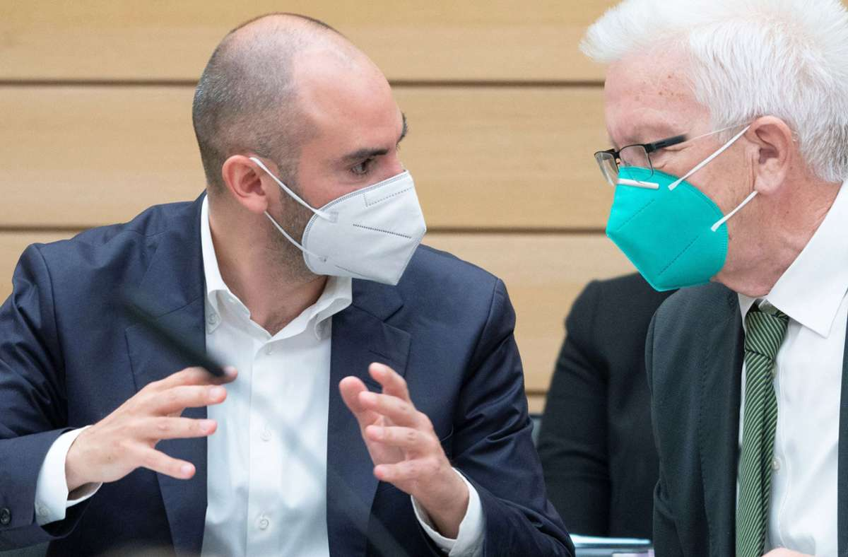 Alle wollen an die Kasse von Finanzminister Danyal Bayaz (links), hier im Gespräch mit Ministerpräsident Winfried Kretschmann. Foto: dpa/Marijan Murat