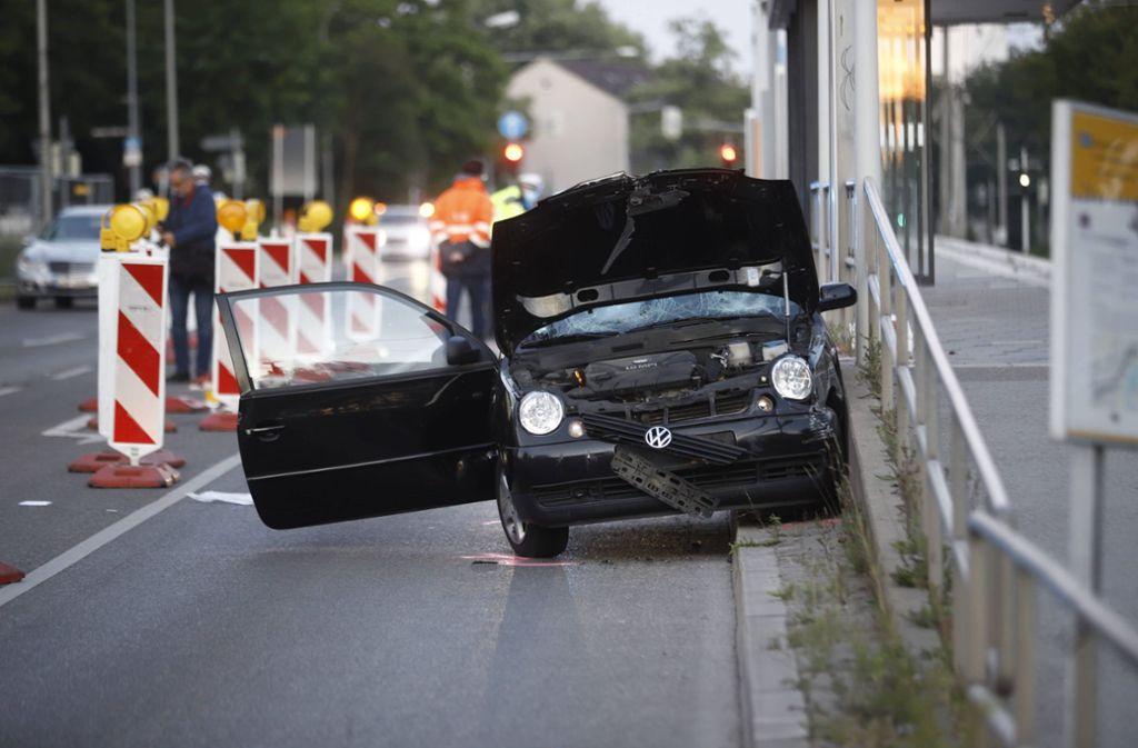Der VW Lupo ist bei dem Unfall schwer beschädigt worden. Foto: 7aktuell.de/Simon Adomat