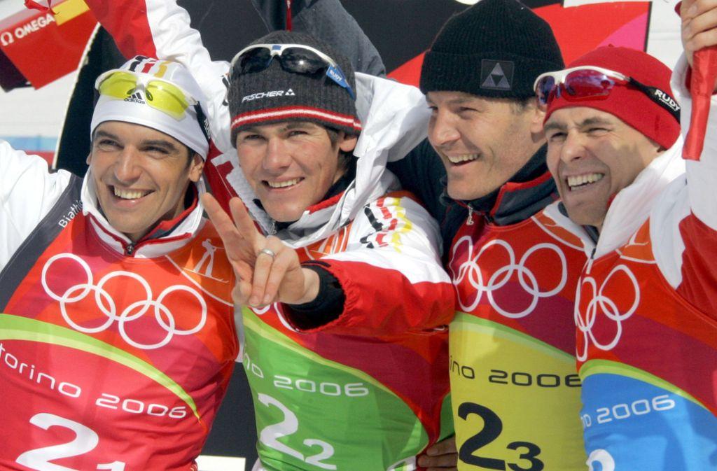 Lang ist es her: Die Gold-Staffel von den Spielen 2006 in Turin mit Ricco Groß, Michael Rösch, Sven Fischer und Michael Greis (v.li.) Foto: dpa/Bernd Thissen