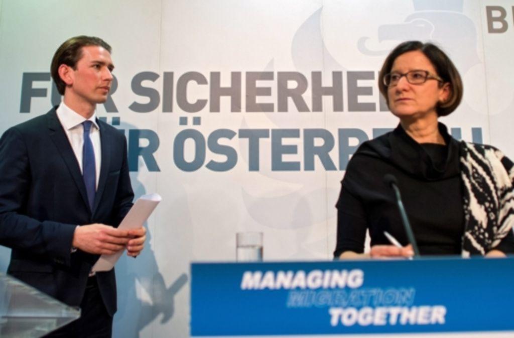 Österreichs Außenminister Sebastian Kurz und Innenministerine Johanna Mikl-Leitner erklären die Position ihrer Regierung. Foto: dpa