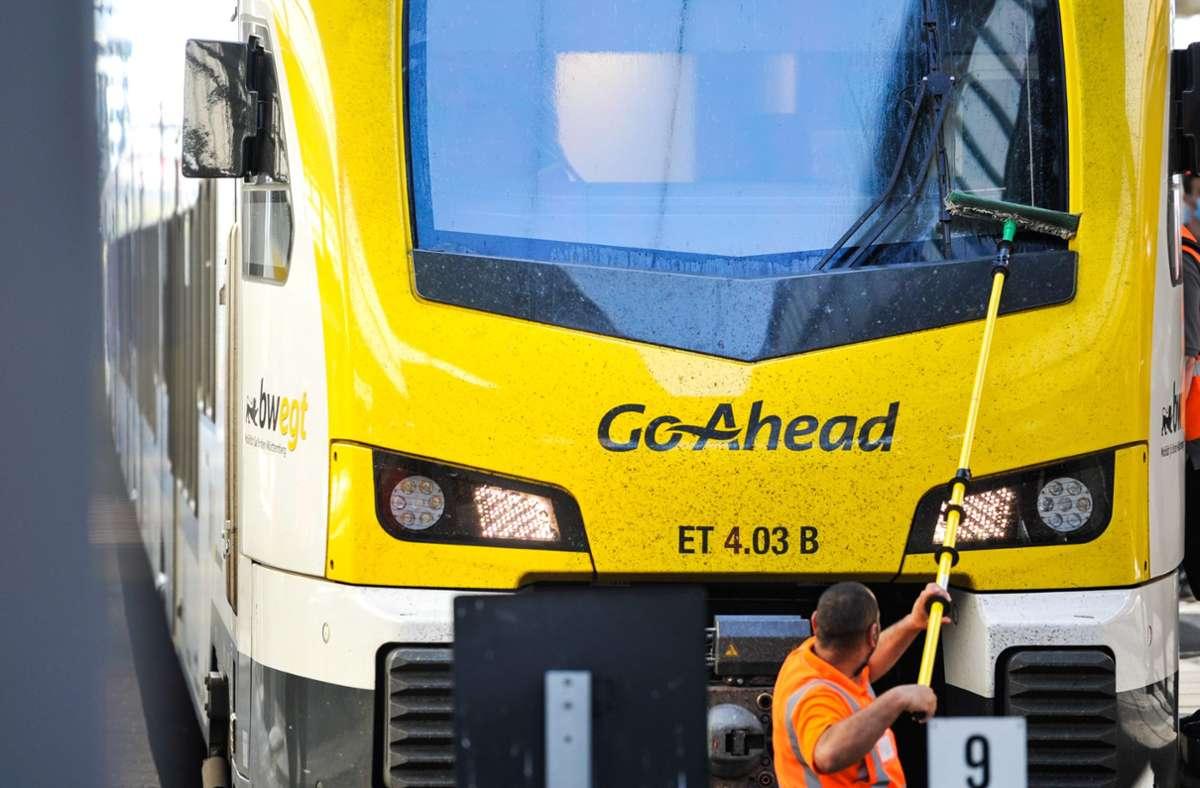 Ein Maskenmuffel hat in einem Go-Ahead-Zug einen Bahnmitarbeiter geschlagen. (Symbolfoto) Foto: Lichtgut/Max Kovalenko