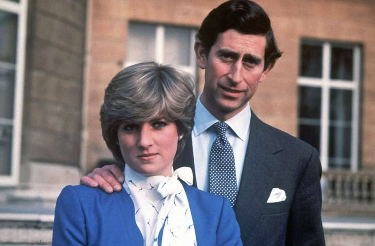 Als Verlobte grüßen: Lady Diana Spencer und Prinz Charles. Foto: dpa/Str