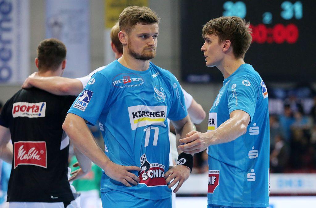 David Schmidt(li.) und Max Häfner werfen je sechs Tore – zum Punktgewinn gegen Minden reicht es dennoch nicht. Foto: Baumann