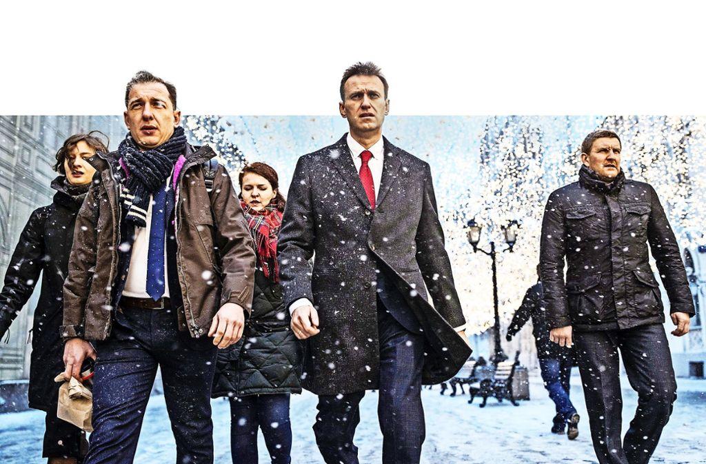 Auf dem Weg zur Wahlkommission: Oppositionsführer Alexej Nawalny (Bildmitte) und einige seiner Mitstreiter. Foto: AP