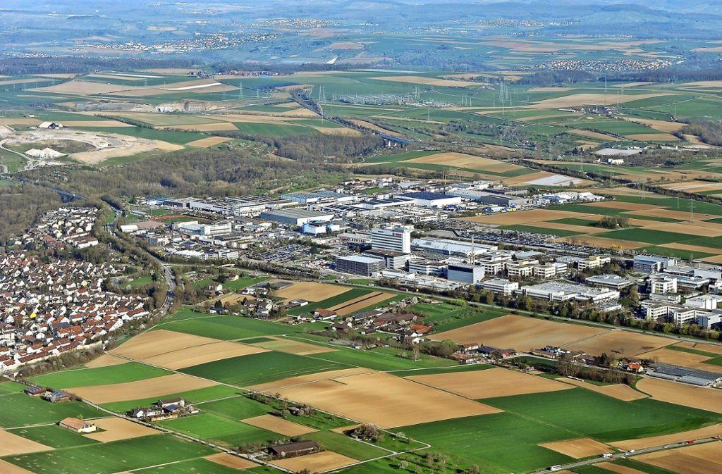 Begehrter Acker: Oberhalb des Bosch-Firmengeländes bis zum Bahngleis will sich Porsche auf 15 Hektar ansiedeln. Foto: Kuhnle/Archiv
