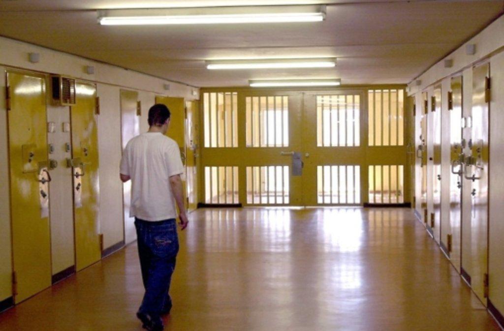 Ein 17 Jahre alter Häftling ist im Jugendgefängnis Adelsheim gestorben. (Archivbild) Foto: dpa