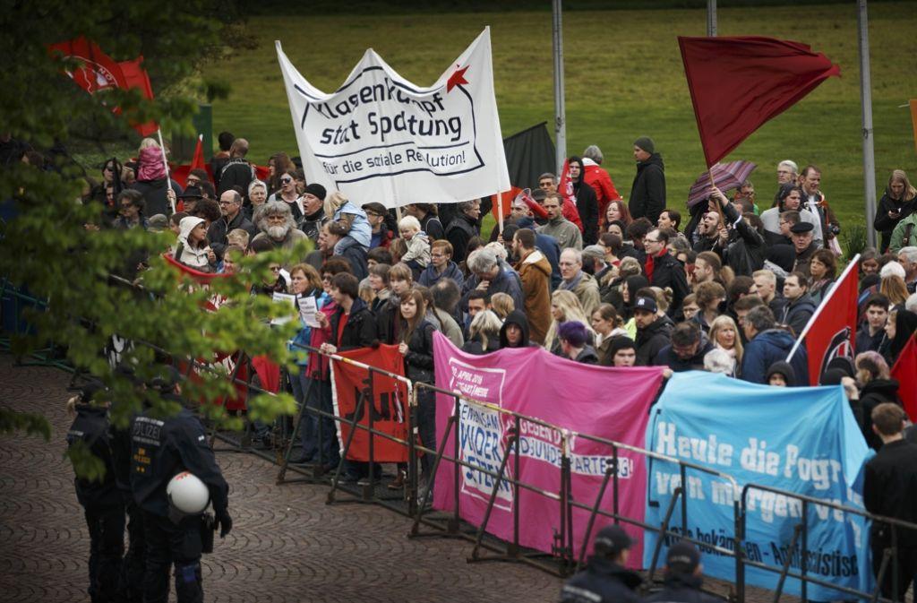 Zur Demonstration  gegen den AfD-Landesparteitag im Waiblinger Bürgerzentrum  kommen weniger Teilnehmer als erwartet. Foto: Gottfried Stoppel
