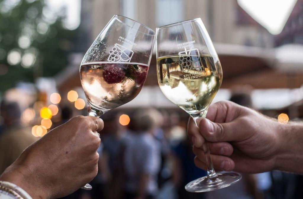 Ob Weißwein, Rotwein oder Rosé: Beim Stuttgarter Weindorf kommt jeder auf seinen Geschmack. Foto: dpa