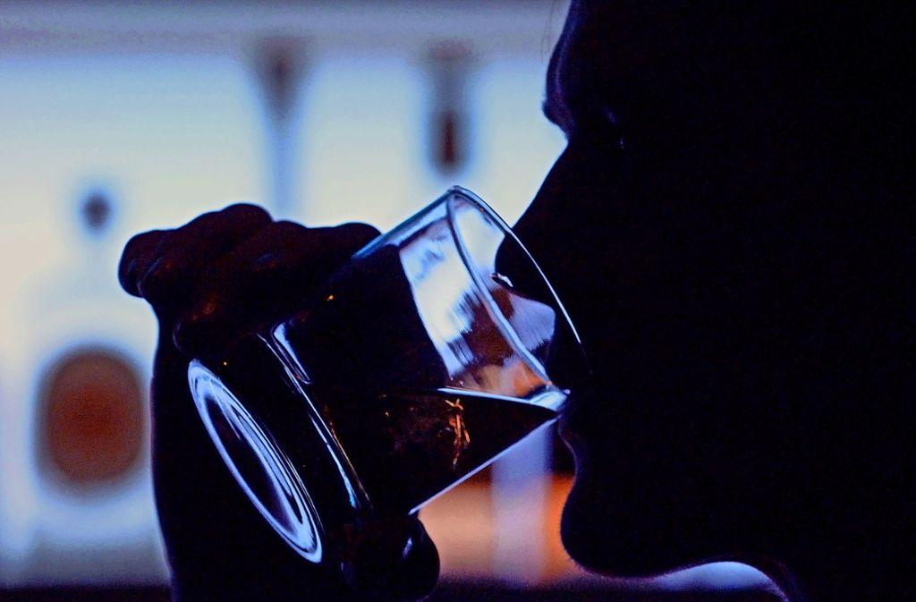 Stark betrunken war ein 42-Jähriger, der am Montagabend einen Polizisten in die Hand gebissen hat. Foto: dpa/Klaus-Dietmar Gabbert