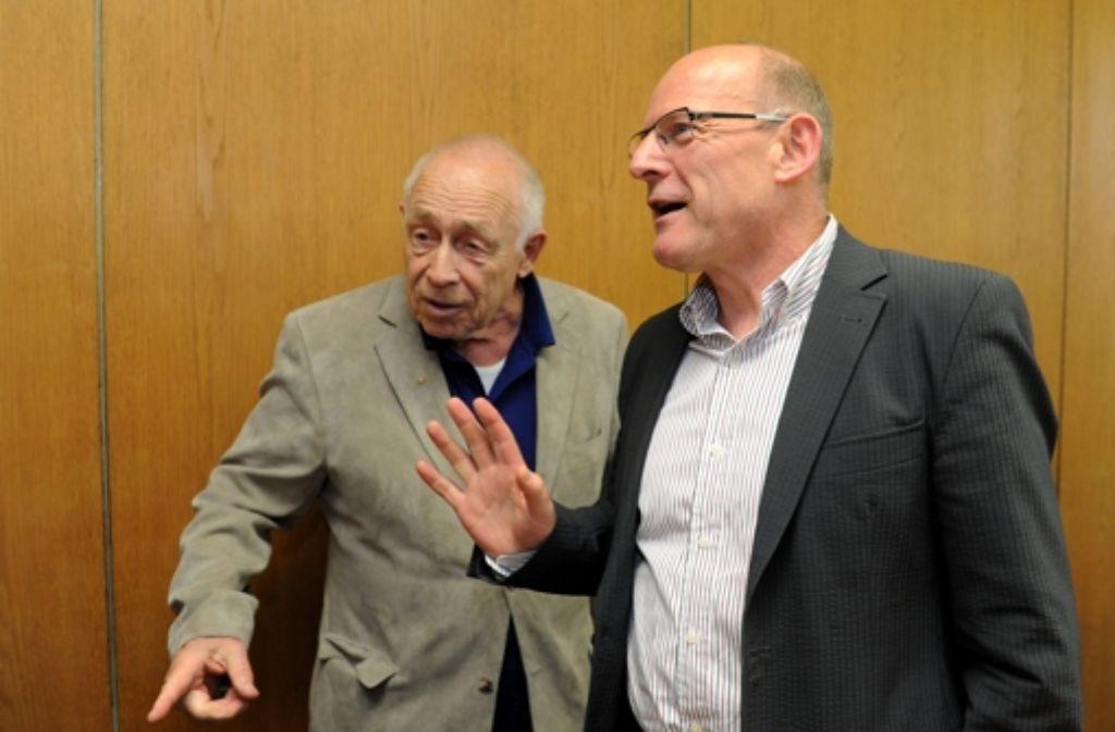 Wenn Heiner Geißler (l.) und Winfried Hermann am Montag über die Stuttgart-21-Schlichtung diskutieren, wäre das Aktionsbündnis gerne mit von der Partie. Foto: dpa