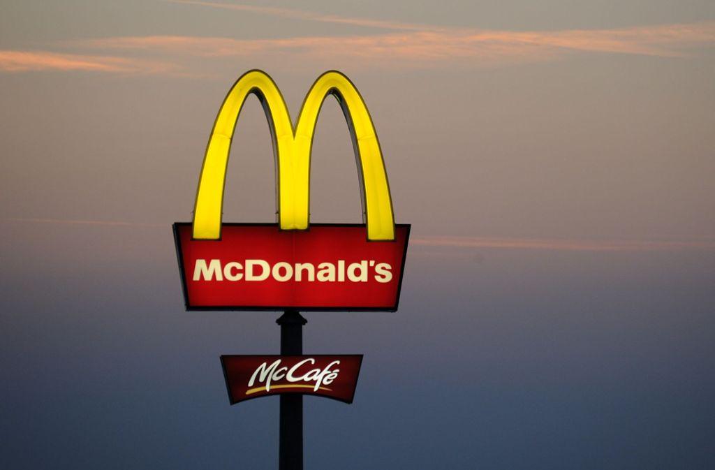 Hochzeitsfeiern bei McDonalds: das soll es bald in einigen Filialen in Deutschland geben. Foto: dpa/Tobias Hase