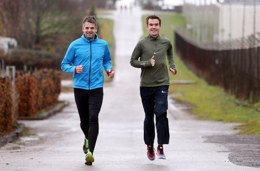 StZ-Reporter Marko Schumacher (links) begleitet Arne Gabius beim Laufen. Foto: Baumann