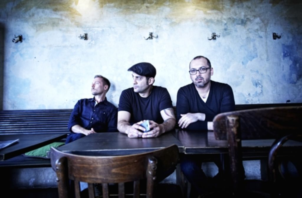 Wollen den Club wieder auf Kurs bringen: der alte und die beiden neuen Betreiber des Rocker 33 (von links): Pejo Babic, Carlos Coelho und Jean Theodorou. Foto: Heinz Heiss