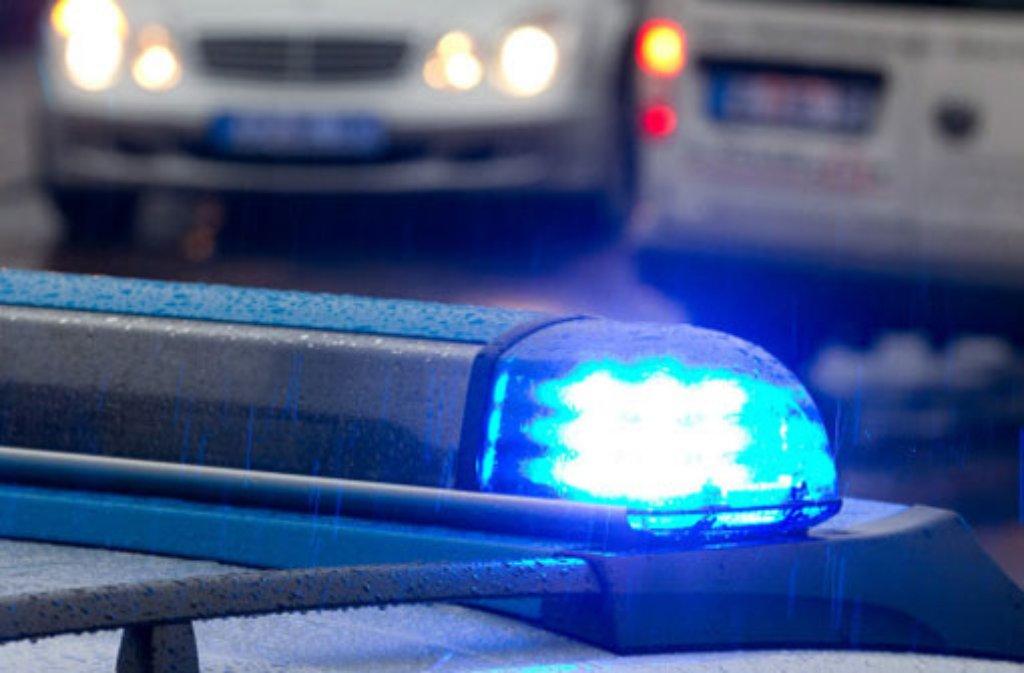 Ein Unbekannter hat in Bad Cannstatt eine Schülerin hinter ein Auto gezerrt und belästigt. Foto: dpa (Symbolfoto)