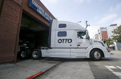 Roboter-Lastwagen transportiert 50 000 Dosen Bier