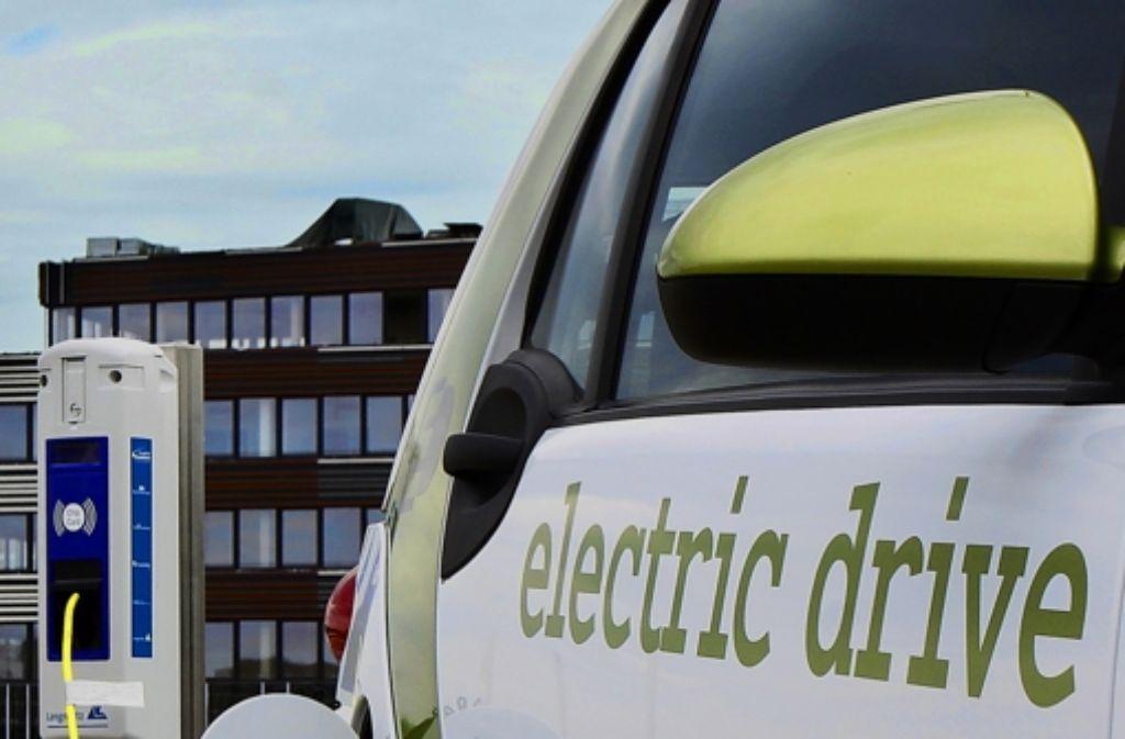 Auch die Städte betreiben Elektroladestationen und haben E-Smarts. Foto: factum