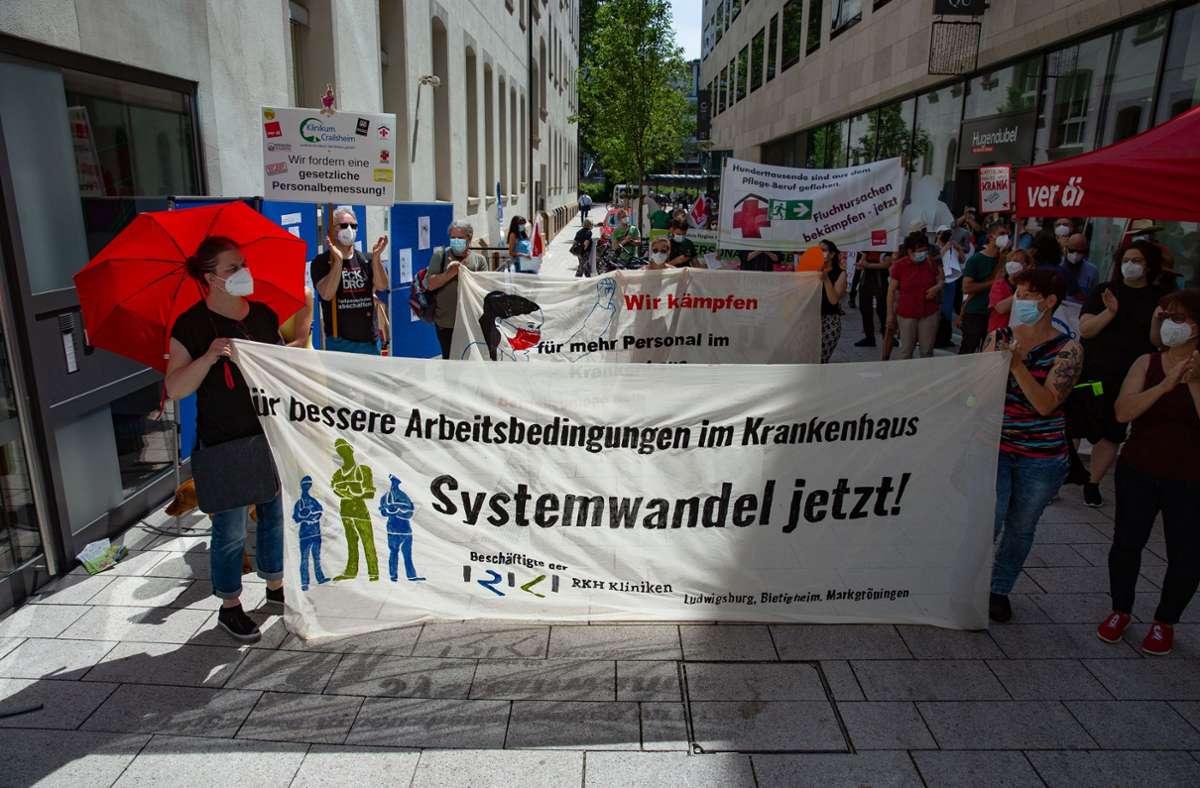 Deutliche  Botschaft bei der Demo in Stuttgart Foto: Lg/Piechowski