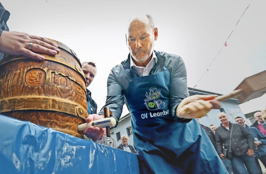 Martin Kaufmann hat das Bier-Anzapfen wohl geübt. Foto: factum/Granville