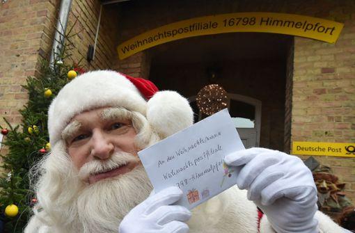 Weihnachtsmann bezieht Postfiliale in Himmelpfort