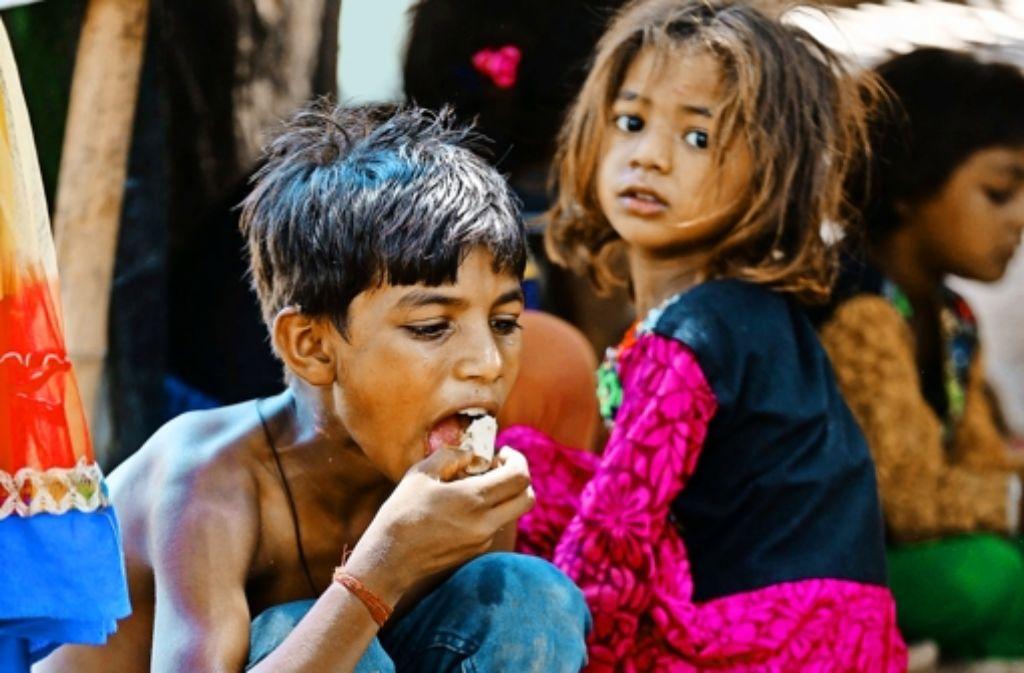 Viele Millionen Kinder wachsen in größter Armut auf – hier in Indien. Foto: AP