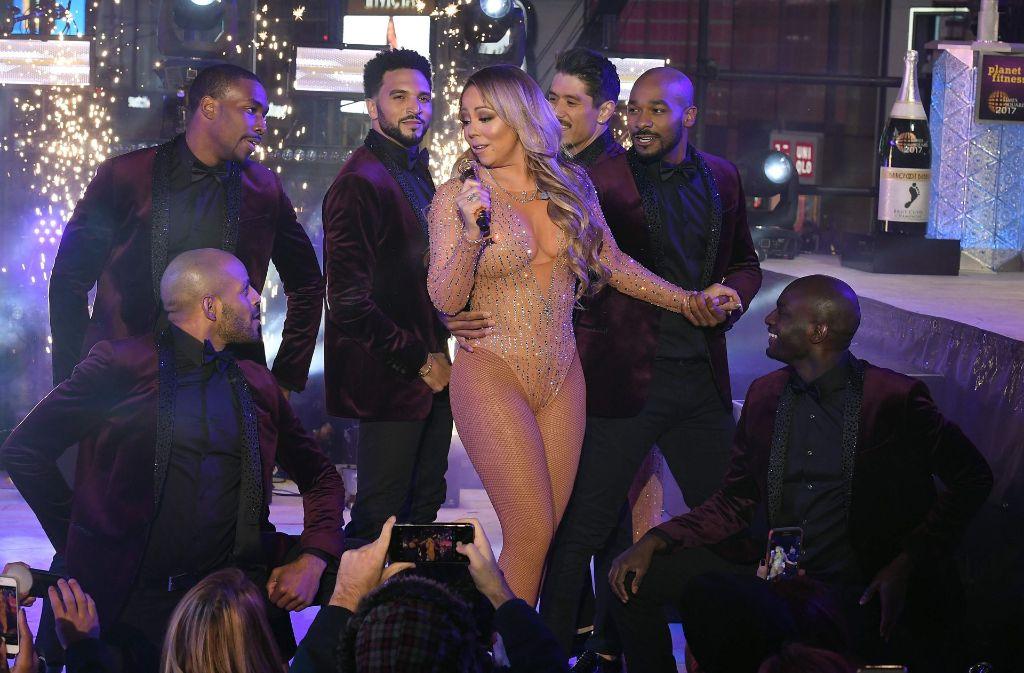 Das Jahr 2016 beendet Mariah Carey mit einer Bühnen-Panne, die für viel Spott in den sozialen Netzwerken sorgt. Foto: AFP