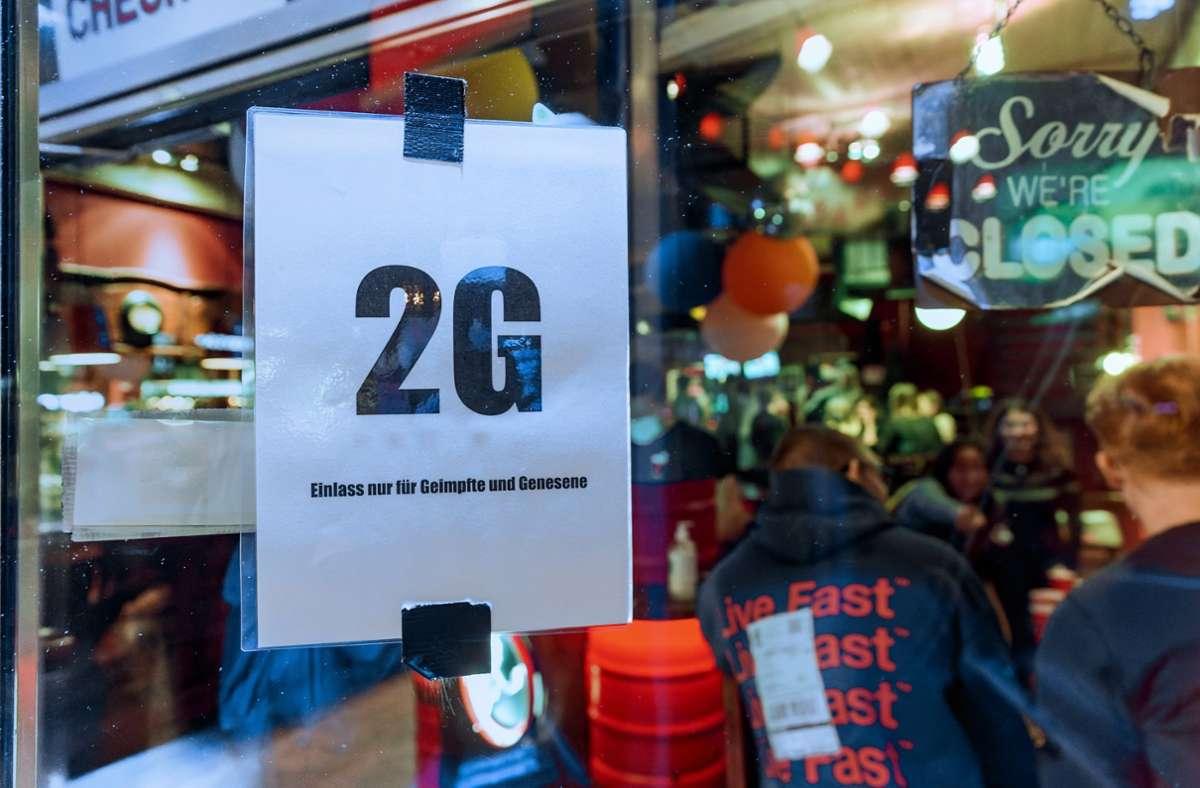 Restaurants dürfen sich künftig für das 2-G-Modell entscheiden. Foto: dpa/Markus Scholz