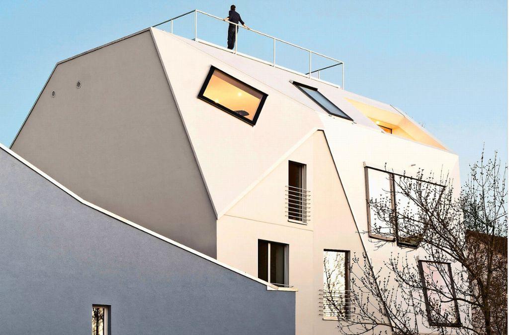 Ein Hinterhof wird zum  grandiosen Aussichtspunkt: Die Architekten von g2o haben ein Wohn- und Geschäftshaus in der Olgastraße aufgestockt und mit einer metallischen Haut überzogen. Klicken Sie sich durch unserer Bildergalerie. Foto: © Brigida González, Stuttgart/Brigida González
