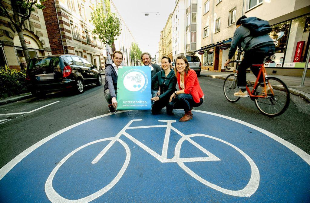 Thijs Lucas, Frank Zühlke, Bärbel Wittich und Sarah Händel (von links) haben einen Zehn-Punkte-Plan für Radfahren in Stuttgart entwickelt. Foto: Lichtgut/Leif Piechowski