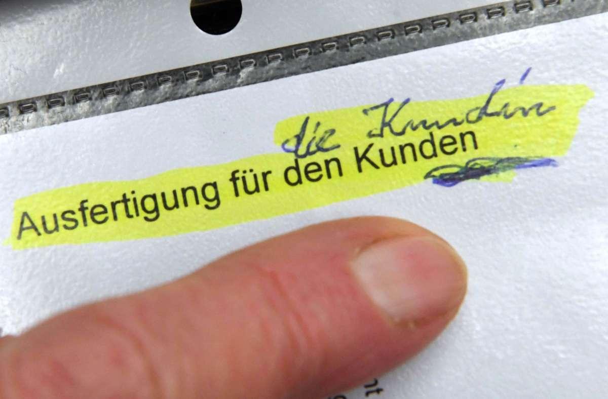 Die Klägerin zieht nach der Abweisung ihrer Klage bezüglich der Anrede auf Sparkassen-Formularen   vor den Europäischen Gerichtshof. Foto: dpa/Uli Deck