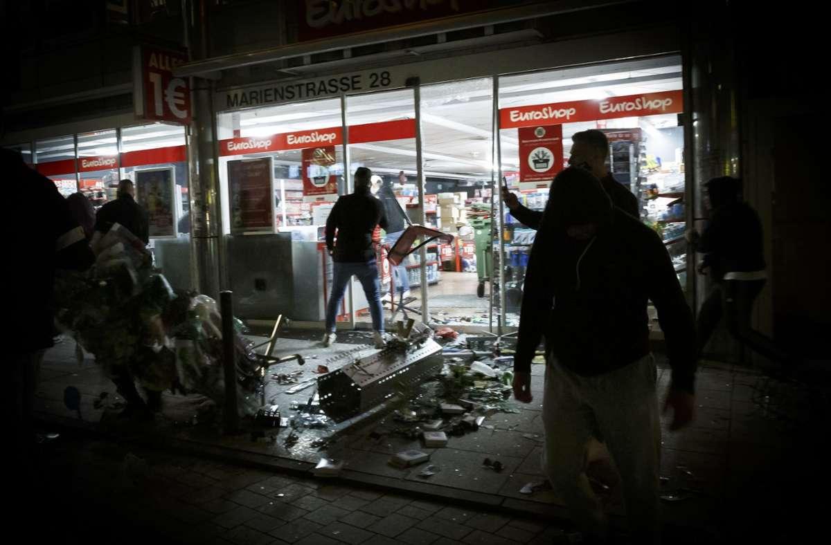 Die Plünderungen in der Nacht zum Sonntag werden von Politikern scharf verurteilt. Foto: Lichtgut/Julian Rettig