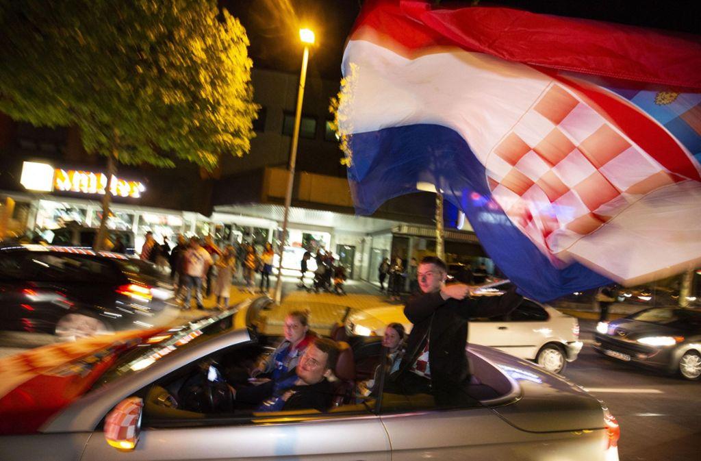 Die Kroaten in Geislingen feierten den Sieg mit einem Autokorso durch die Stadt. Foto: Michael Steinert