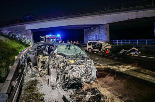 Polizei sucht Zeugen zu Geisterfahrer-Unfall mit drei Toten