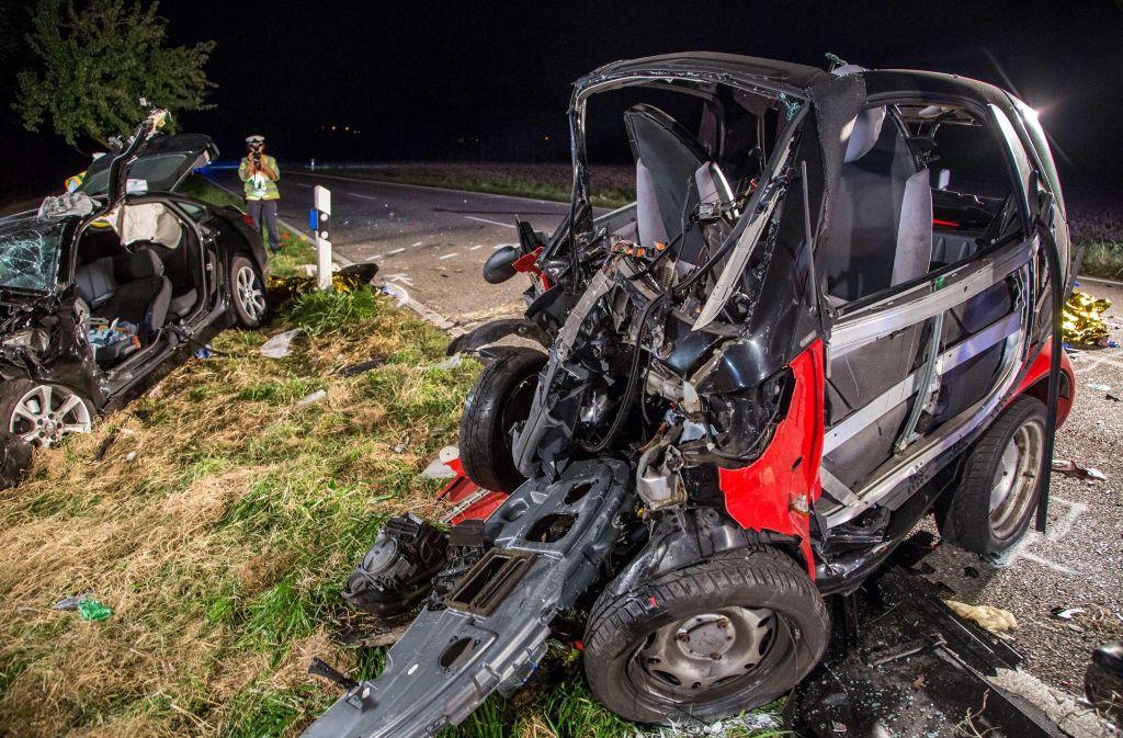 Der Smart wurde bei dem Unfall völlig zerstört. Foto: 7aktuell.de/Simon Adomat