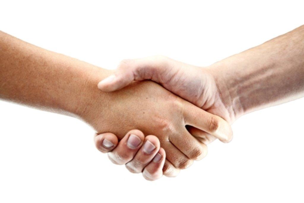 Bis zum Handschlag zwischen Täter und Opfer ist es oft ein weiter Weg. Vor allem, wenn einer im Gefängnis sitzt. Foto: dpa
