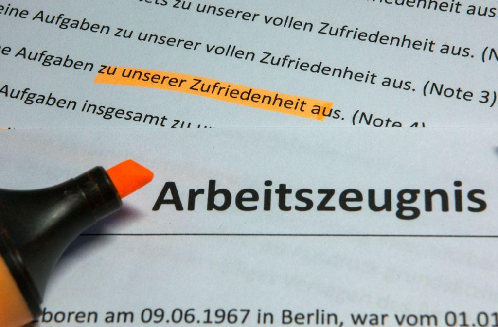 In Arbeitszeugnissen verstecken sich häufig Noten-Codes. Foto: ZB/Jens Büttner
