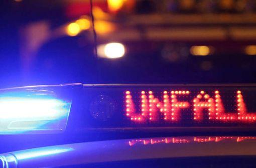 Rollerfahrer flüchtet vor Polizei und stürzt